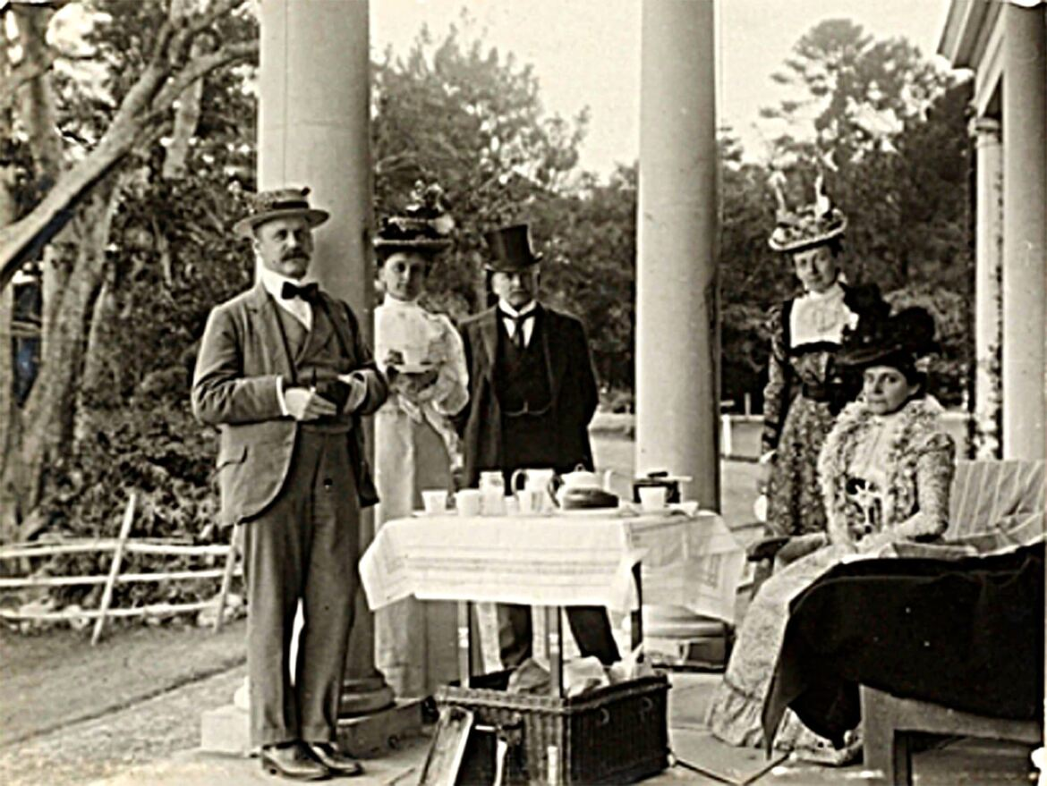 Afternoon_tea_at_Strickland_House_1898