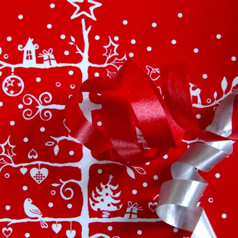 slå in julklappar