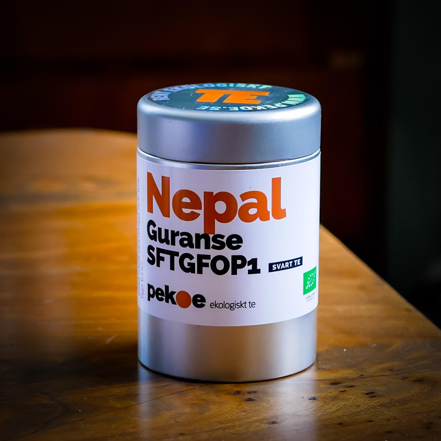 ekologiskt te från Nepal i plåtburk