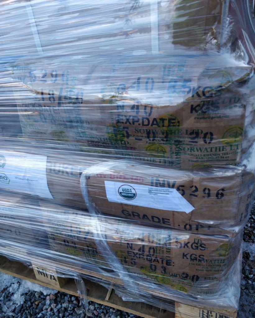 Tesäckar på pall till grossist ekologiskt te
